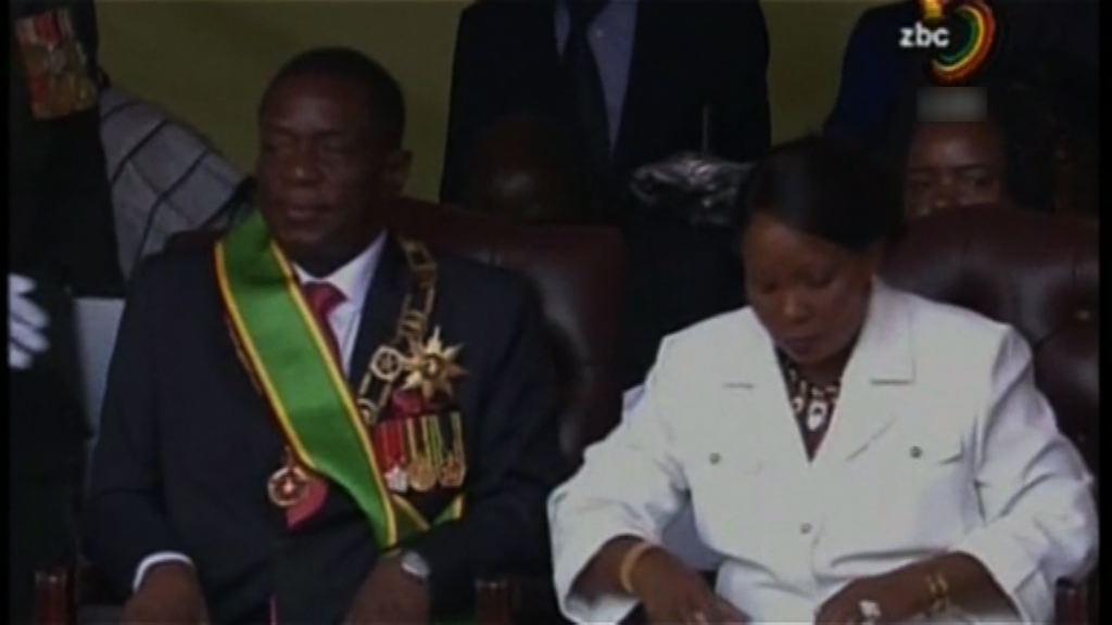 津巴布韋總統承諾明年舉行大選